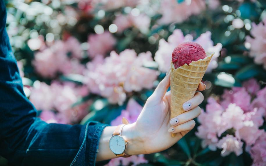 It's time to enjoy an ice cream in Paris